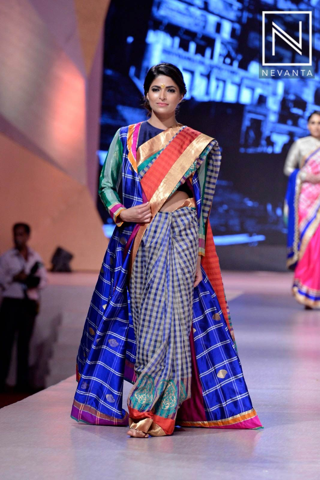 Fashion style Graceful and Splendid fashion shows collection pictures for girls