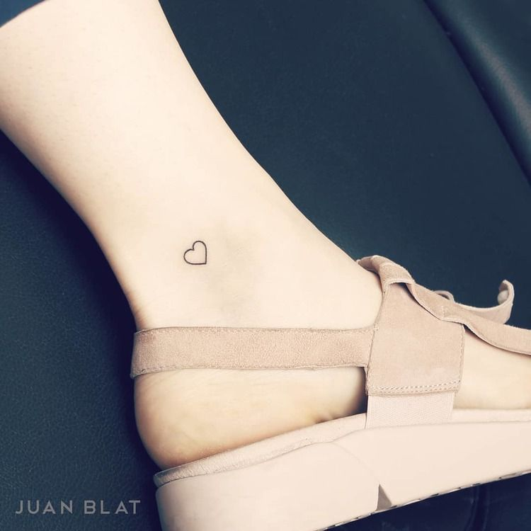 50 Adorable Micro Tattoos By Juan Blat Page 2 Of 5 Tattooadore Simple Heart Tattoos Heart Tattoo Ankle White Heart Tattoos