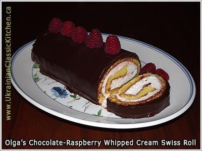 Chocolate-raspberry whipped cream roll