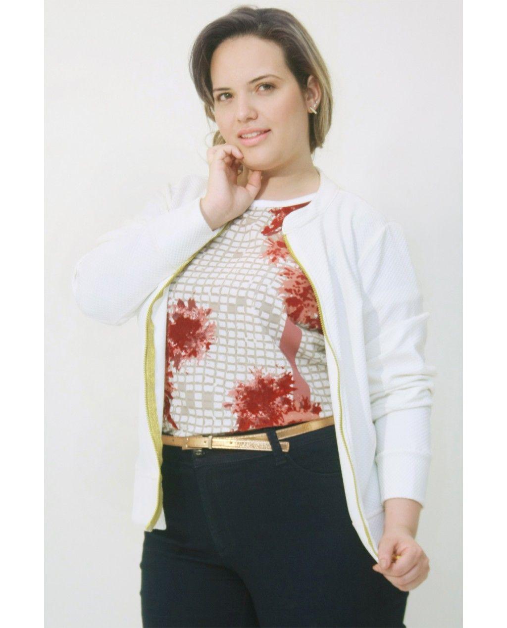 9a5a5c47c  Casaco  Piquet Off White Casaco em malha piquet com mangas comprida com  punho e  zipper na frente. Composição Têxtil 100%  Poliester