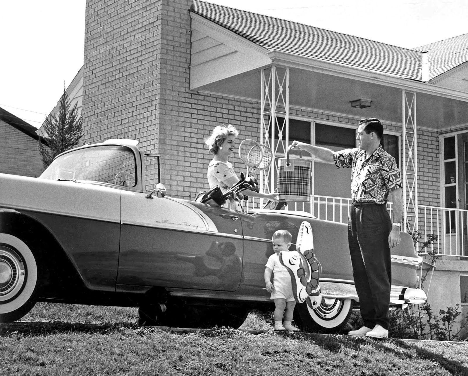 Setting off on vacation. Missouri, 1956 Vintage cars