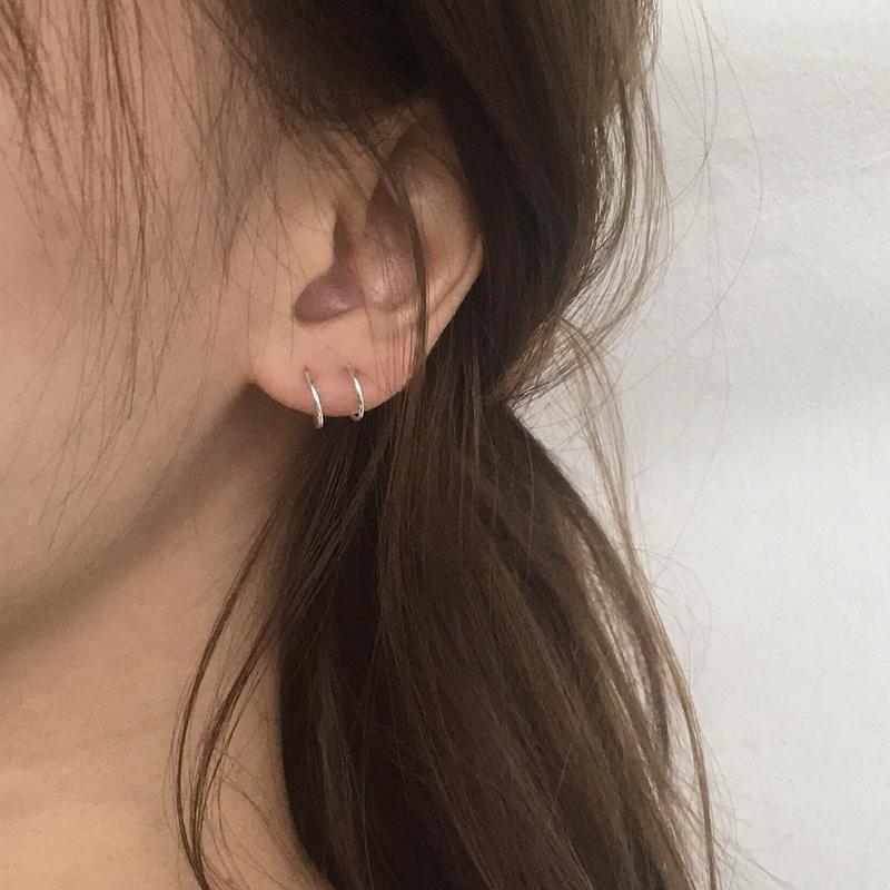 FILAMENT Double Hoops in Silver | Brinco piercing, Brincos