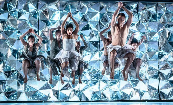Kuopio tanssii ja soi on Pohjoismaiden vanhin ja laajin kansainvälinen tanssifestivaali. Kesällä 2015 tanssitaan 10.–16. kesäkuuta. Tarjolla on konsertteja, tanssia, teatteri, aivodiskoa, aamutaijia, tanssimaratonia ja toritansseja!