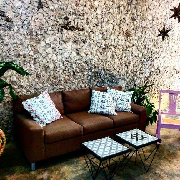 Échale un vistazo a este increíble alojamiento de Airbnb: Cozy Yucatecan House in Downtown en Mérida, Yucatán, México.  Casa colonial house home decoration decor interior design interiordesign architecture architect mexican eclectic vintage travel airbnb trip tourist tourism  living room