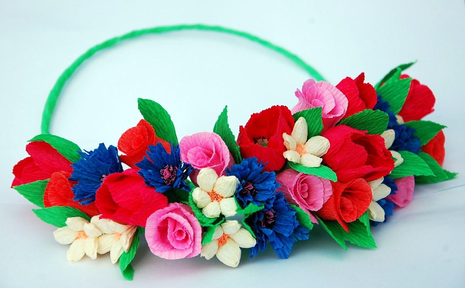 Wianki Na Glowe Z Bibuly Szukaj W Google Floral Wreath Floral Wreaths