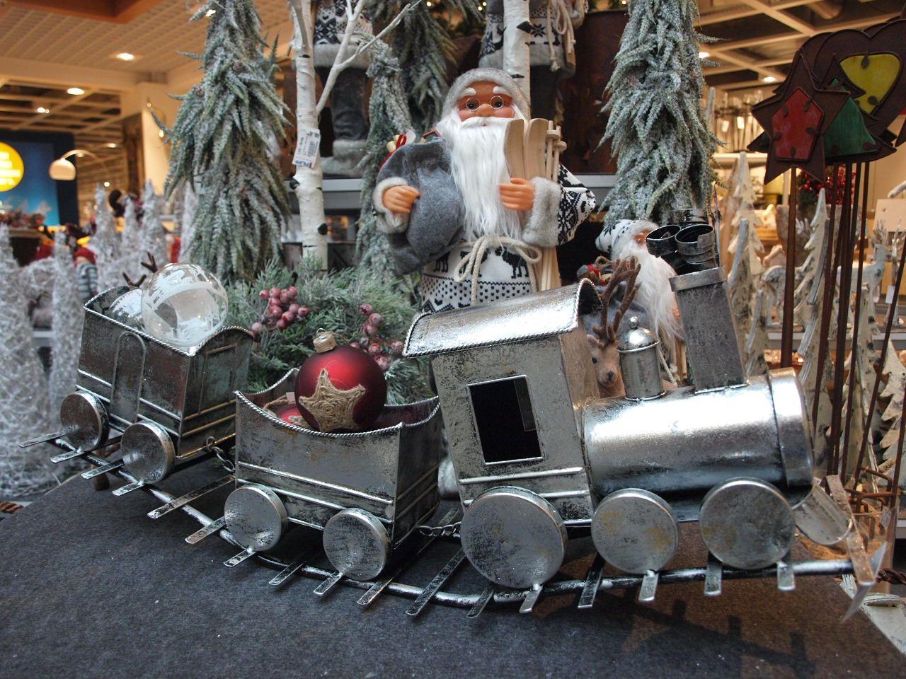 Wunderschöne Dekoartikel für die Weihnachtszeit - Weihnachtsmann und Eisenbahn
