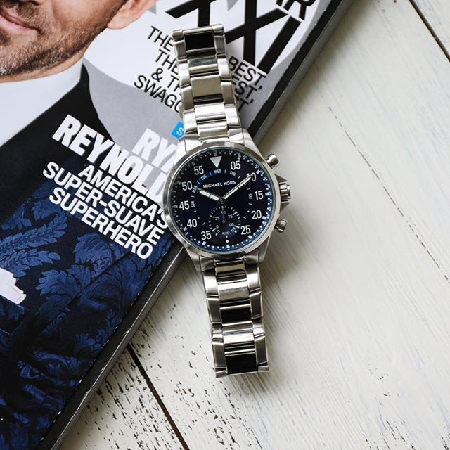 The Michaelkors Gage Hybrid Smartwatch Automatically Updates Time