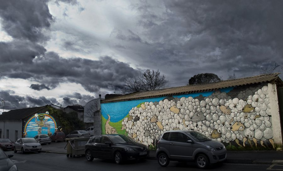 Graffiti : Mural painted by artists Xeral and Mou during the DesOrdes Creativas festival in Ordes, Spain. © DesOrdes Creativas
