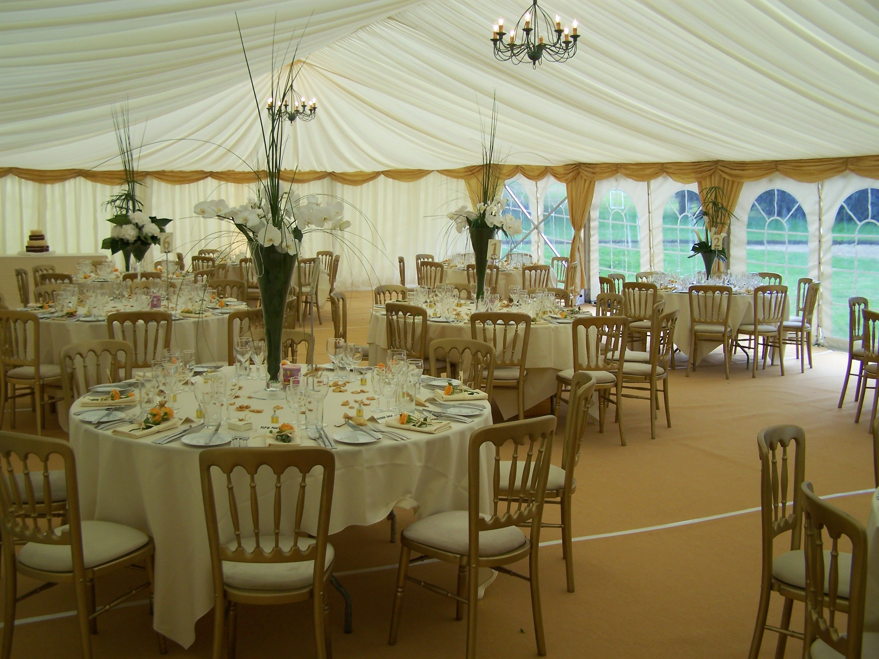 Banquet chairs wedding - Gold Banquet Chairs With Ivory Seat Pads