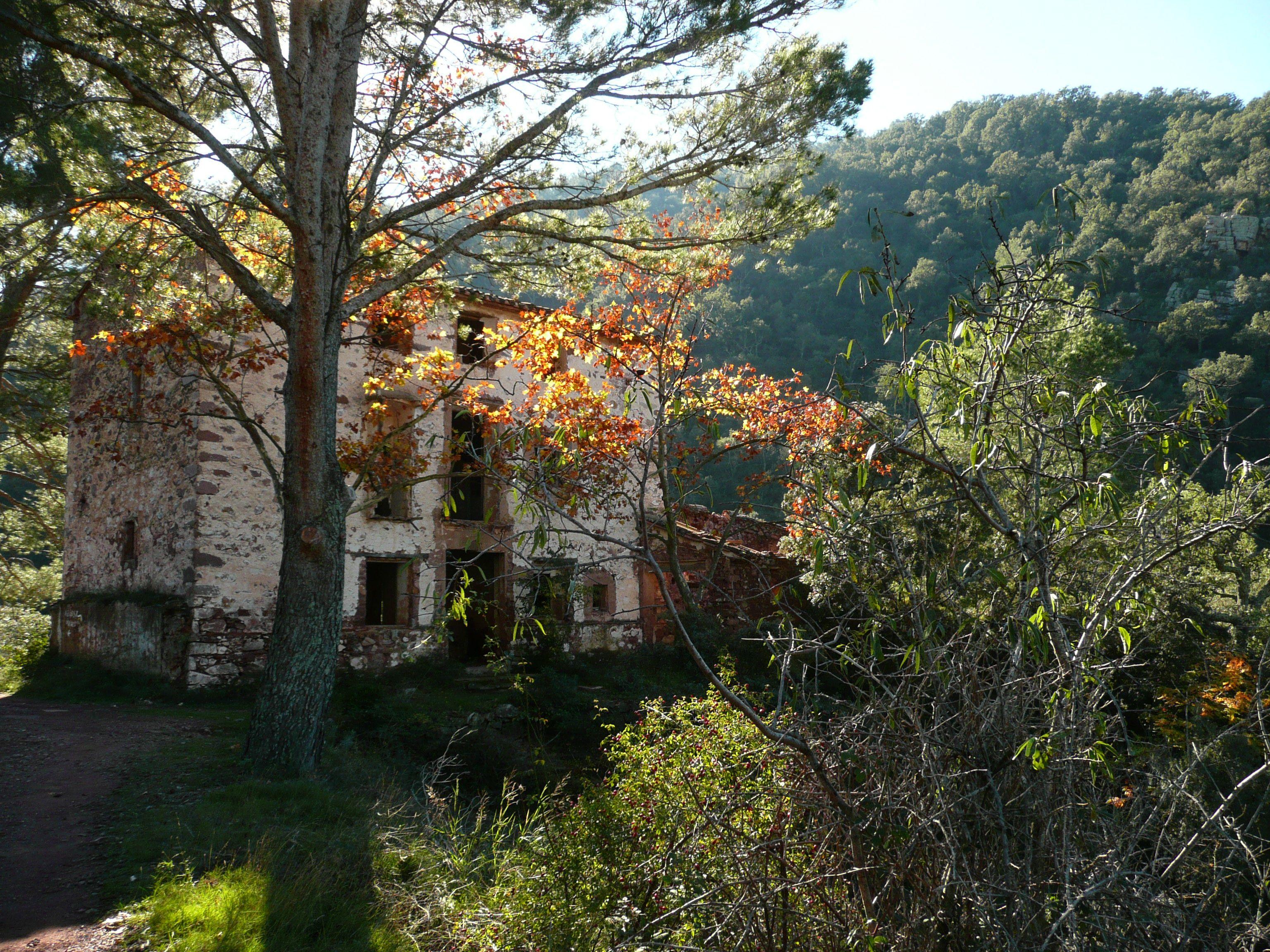 Masía de la Mosquera, importante centro de extracción de corcho de los alcornocales de Almedíjar, Sierra de Espadà, hasta 1958.