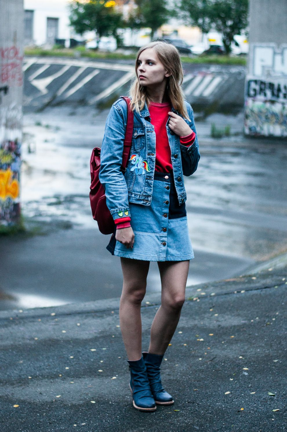 Streetstyle Outfit, Look: Red Sweater, Pullover with patched Denim Jacket,  Patchwork Denim