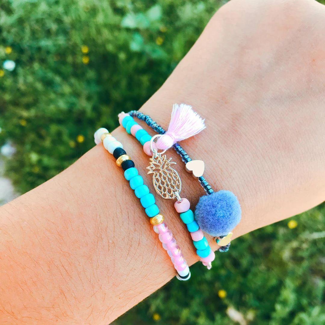 Nouveau modèle disponible🍍🤩 la petite touche qu'il te faut pour l'été ☀️ • • • • •  #bracelet #mandarinaaccessoires #bracelet #bracelets #jewelry #necklace #bracelettressé #accessories #couleurpastel #jewellery #handmadejewelry #fantaisie #bijouxcreateur  #bangle #earring #braceletbresilien #bijoux #gelangmurah #bracelettissé #jewels #armparty #charm  #jewelrygram #instajewelry #leatherbracelet #beautiful #photooftheday #decouvertecreateurs