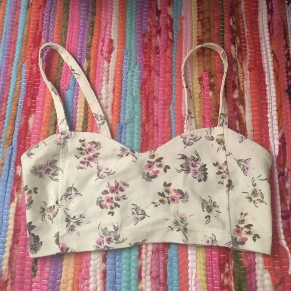 Brandy Melville floral bandeau Worn once, good for smaller chest Brandy Melville Intimates & Sleepwear Bandeaus