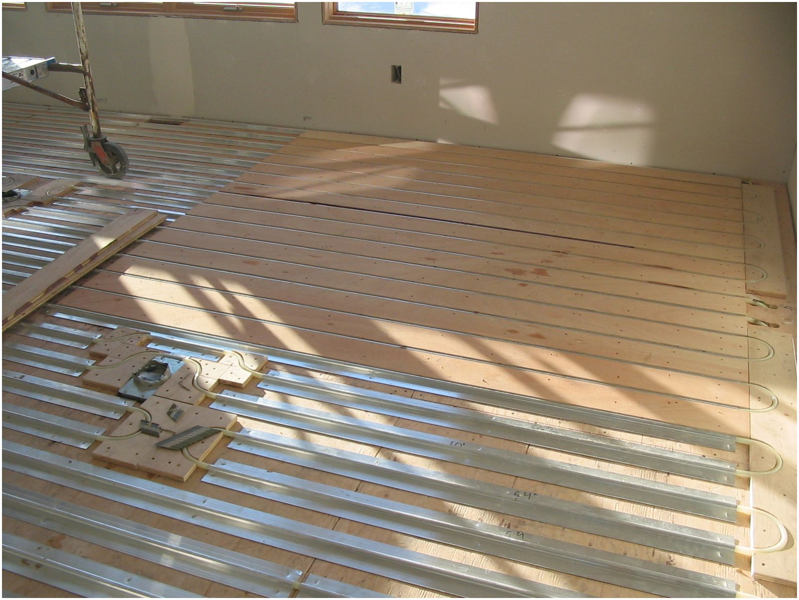 Thermofin U Aluminum Heat Transfer Plates With Pex Tubing And Plywood Sleepers Are Installed For In F Radiant Floor Heating Radiant Heat Radiant Heating System