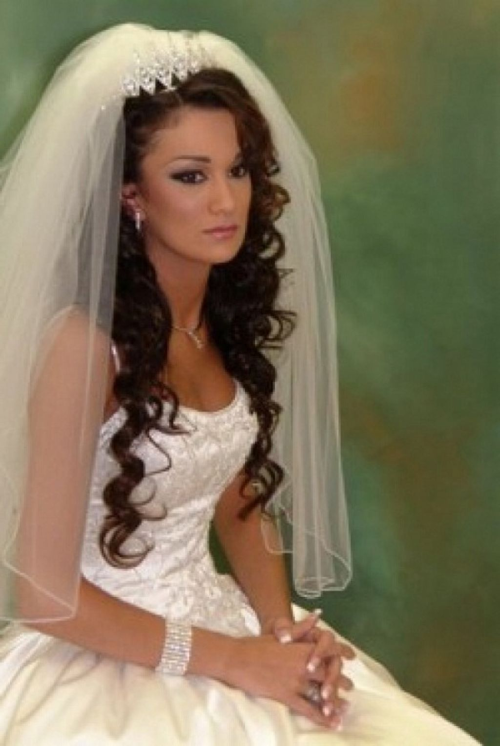 Bridal tiaras and veils - 20 Wedding Hairstyles With Tiara Ideas
