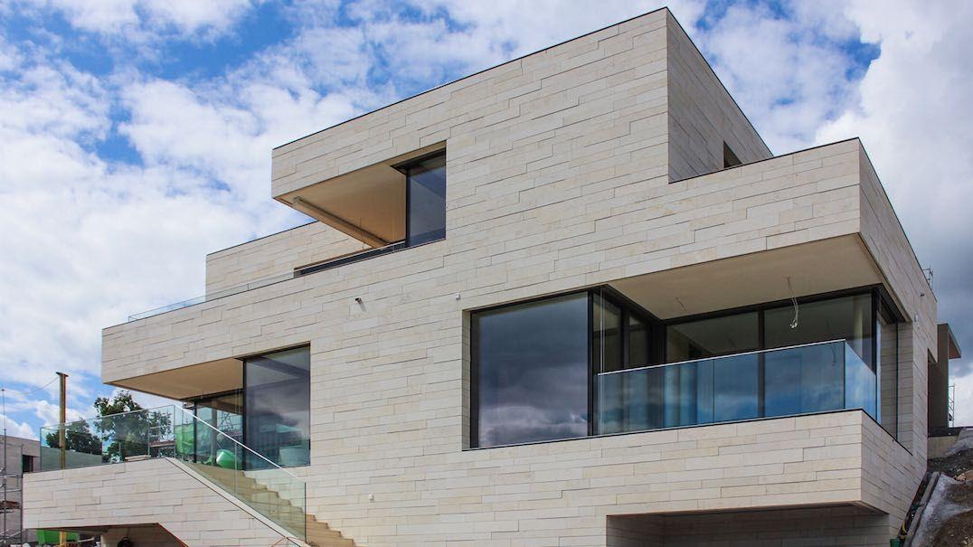 el sistema de fachadas linea de franken schotter peque as l neas de piedra en vez de grandes. Black Bedroom Furniture Sets. Home Design Ideas