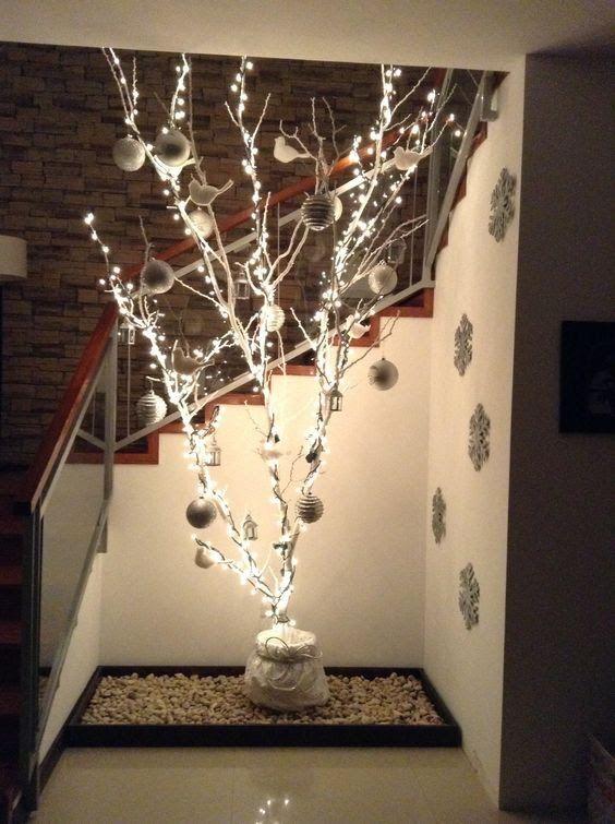 17 ideas para decorar tu casa con ramas secas en navidad for Decorar casa minimalista navidad