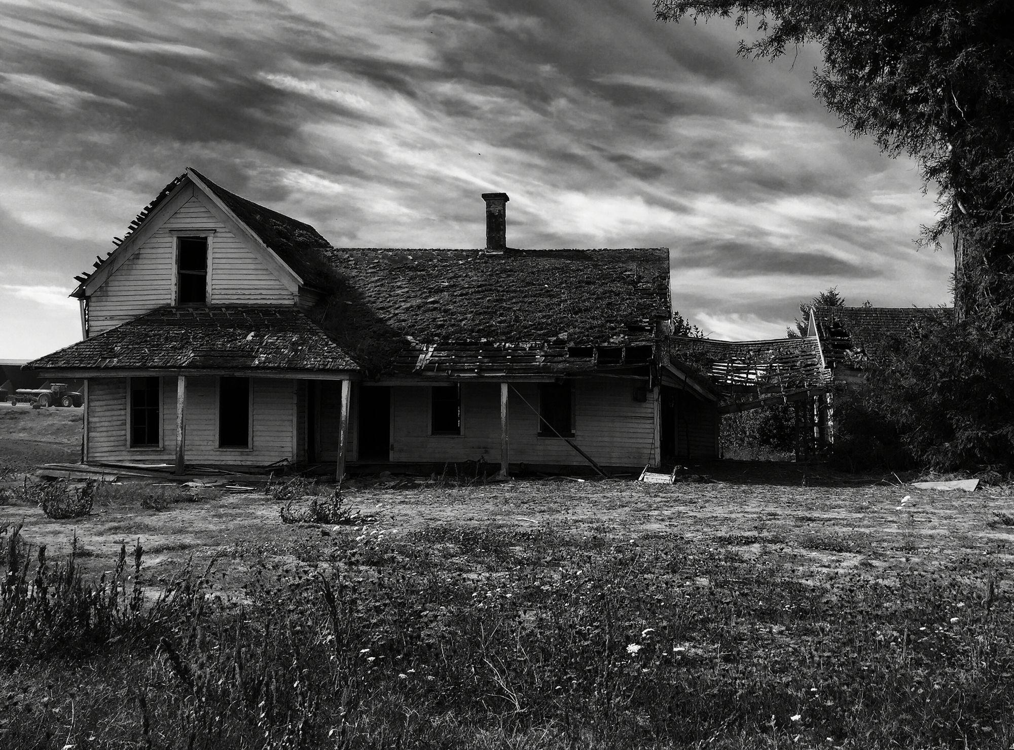 Abandoned farm house near Scio Oregon