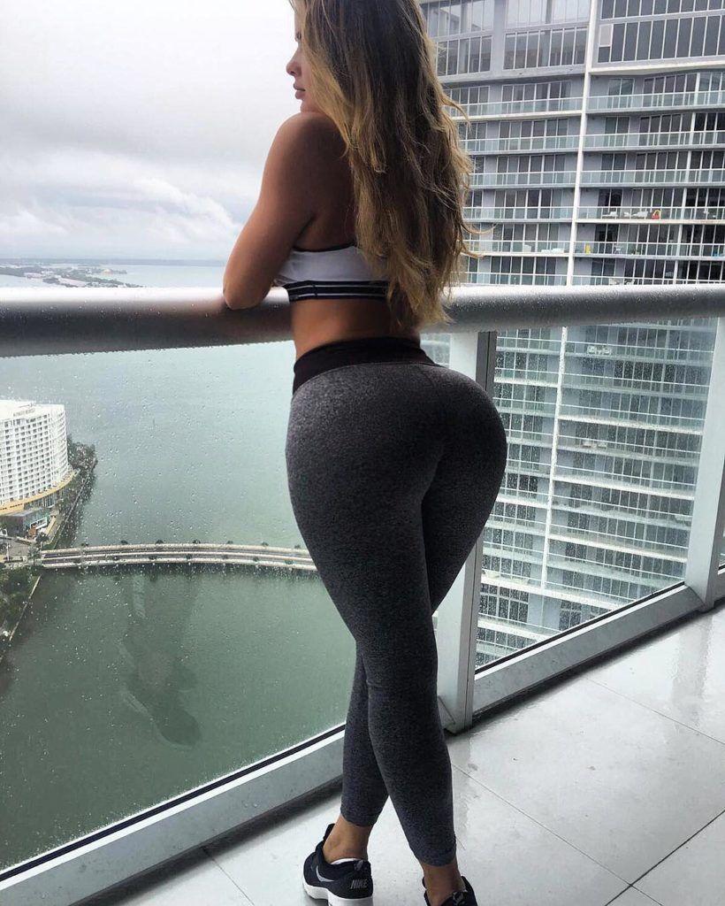 Las chicas del gym entrenan más duro que tú - Motivación Fitness ... d4e86d39c3a3