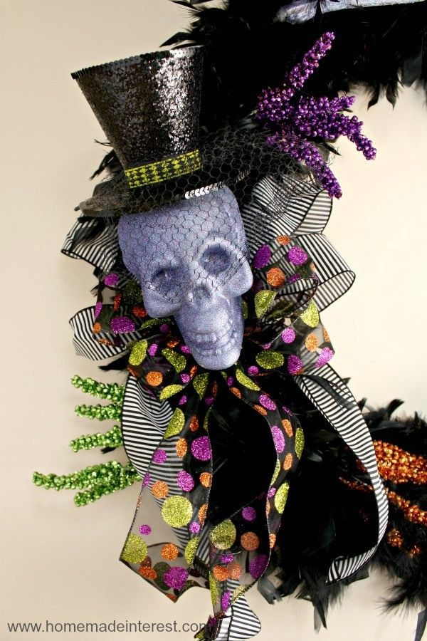 I love Halloween decorations and this simple tutorial on making your - halloween decorations to make on your own