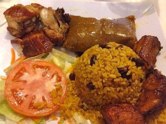 Puertorrican Christmas dinner: lechón asado, pastel, arroz ...