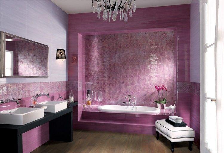 carrelage mural salle de bain en rose et violet vasques