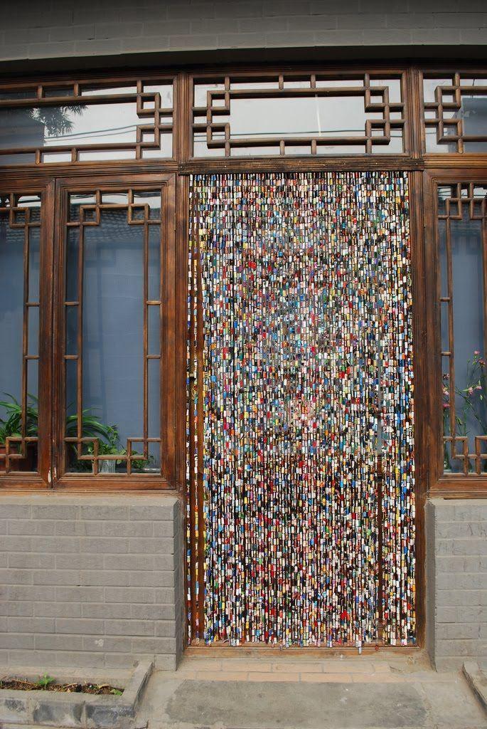 Cortinas para puertas con revistas recicladas de todo un for Puertas recicladas