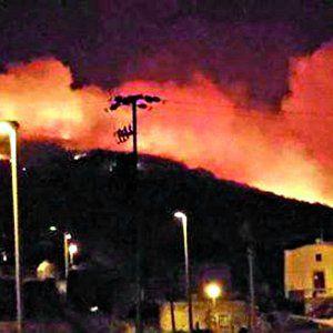 Offerte di lavoro Palermo  L'incendio è sostanzialmente domato resta un piccolo focolaio su Monte Gibele  #annuncio #pagato #jobs #Italia #Sicilia Pantelleria brucia ancora canadair in azione