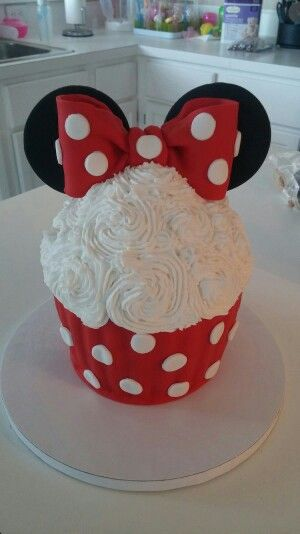 Aubris Red Minnie Mouse Smash Cake Minnie Mouse Birthday Party Minnie Mouse Cupcakes Minnie Mouse First Birthday