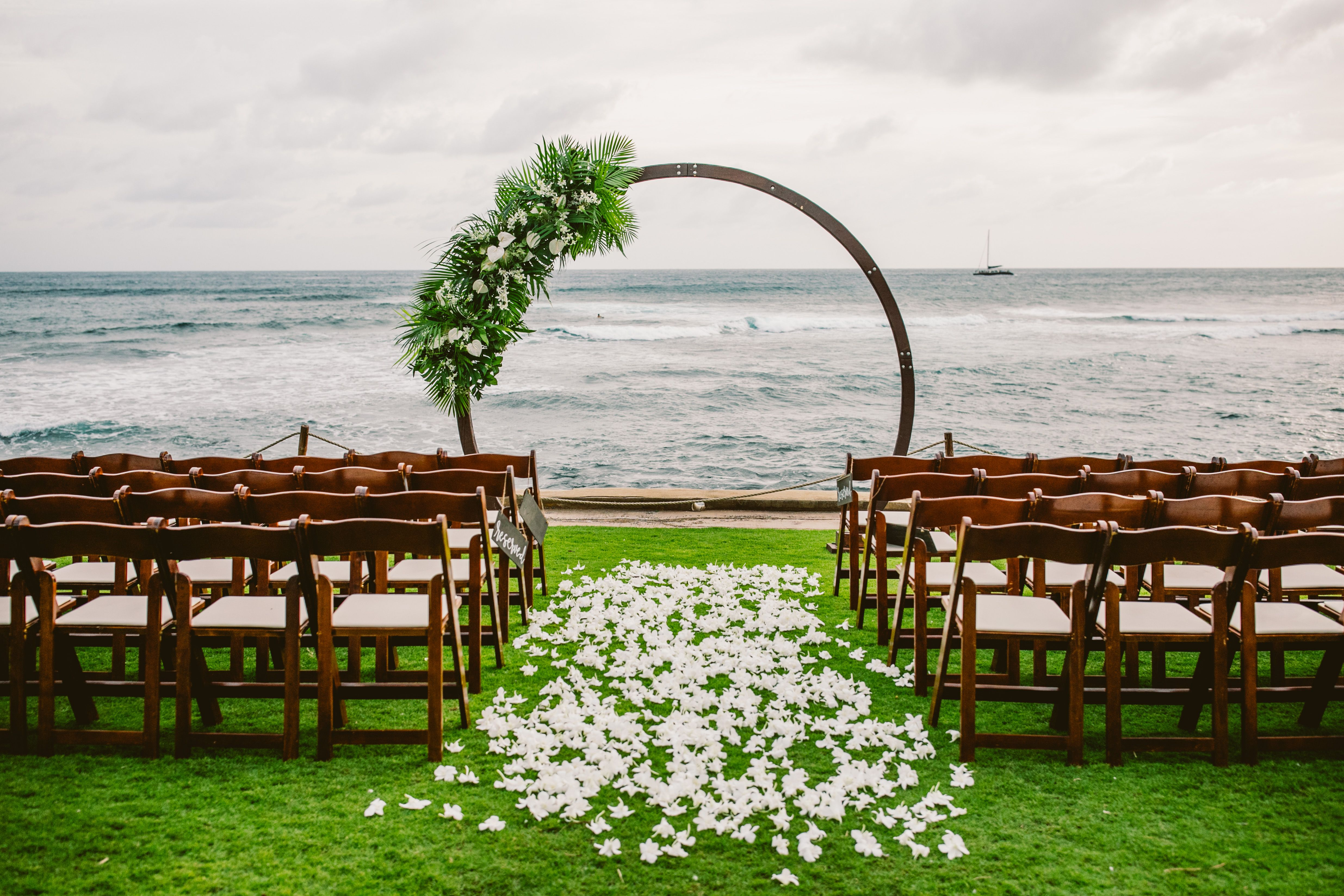 Tropical Oval Arch Oceanfront Wedding Ceremony In 2020 Wedding Venues Hawaii Oceanfront Wedding Hawaii Wedding