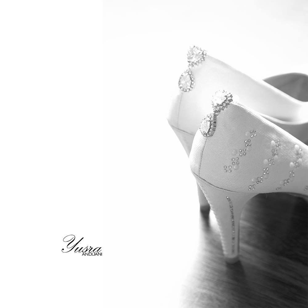 Simplicity Is The Ultimate Sophistication صباح الخير يا عرب عوده الى المدارس يسرا انديجاني مصوره زفه Heeled Mules Wedding Photography Best Photographers