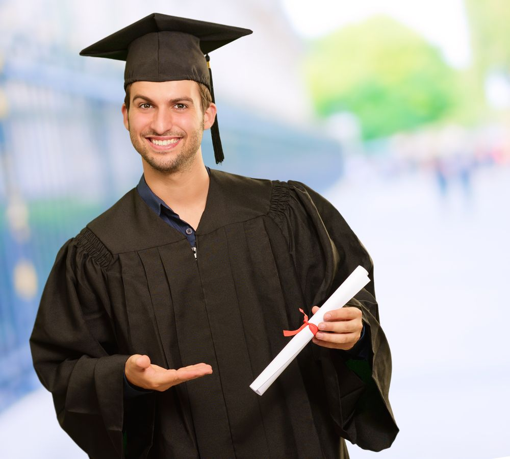How to Look Good in a Cap and Gown for Guys: Graduation Day Style ...
