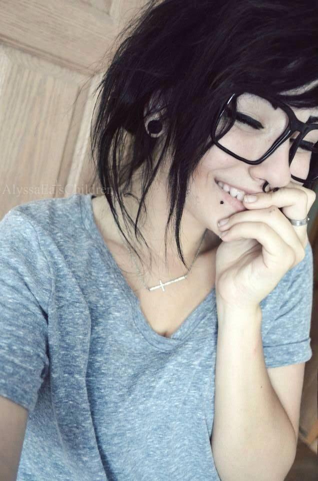 Os pietcings ficaram mais do que perfeitos messa garota , vamos concordar que ela facilita, linda de mais _aamei ♥   ♥_ #TeuCrush @MeeErree _♥_  #Beautiful ▼ #Girl ▼ #MakeUp with #Long #Green #Hair ▼ #Pretty ▼ #Beauty ▼ #Grunge ▼ #Goth ▼ #Scene ▼ #Pastel ▼ #Style ▼ #Tumblr ▼ #Ideas ▼ #Different #Colors ▼ #Styliish ▼