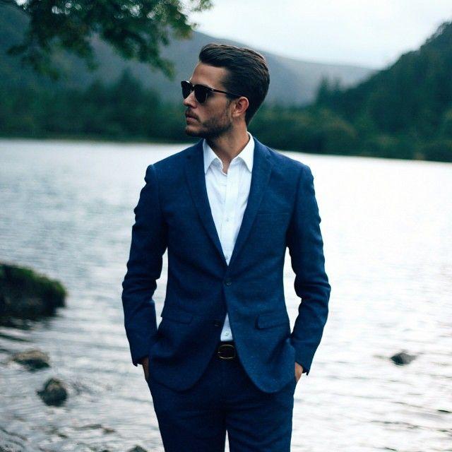L'indispensable costume bleu avec sa chemise bleue ciel