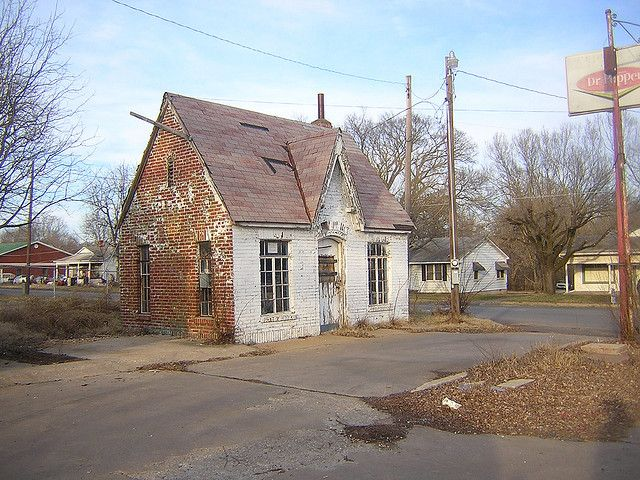 abandoned early gas station in Oklahoma