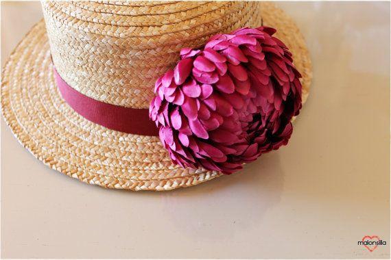 Canotier con flor y cinta. Color vino tinto. por malonsilla en Etsy, €35.00
