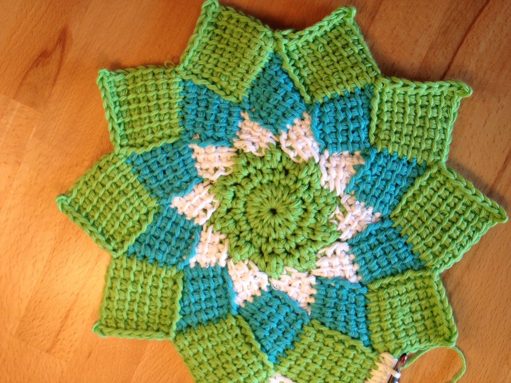Tunesisch Häkeln - Entrelac Topflappen rund | Tunisian Crochet ...