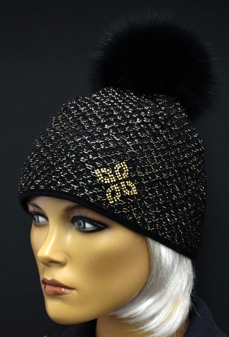 Krásná zlatě proplétaná černá zimní čepice kvalitní české značky R Jet For  You doplněná kožešinovou bambulí 445ccdbce3
