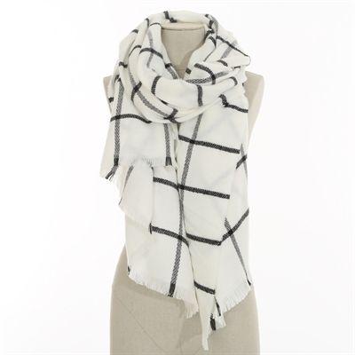 20b3286b7009 Pimkie.fr   Chic et féminine, la maxi écharpe à carreaux vous accompagne  dans la saison.