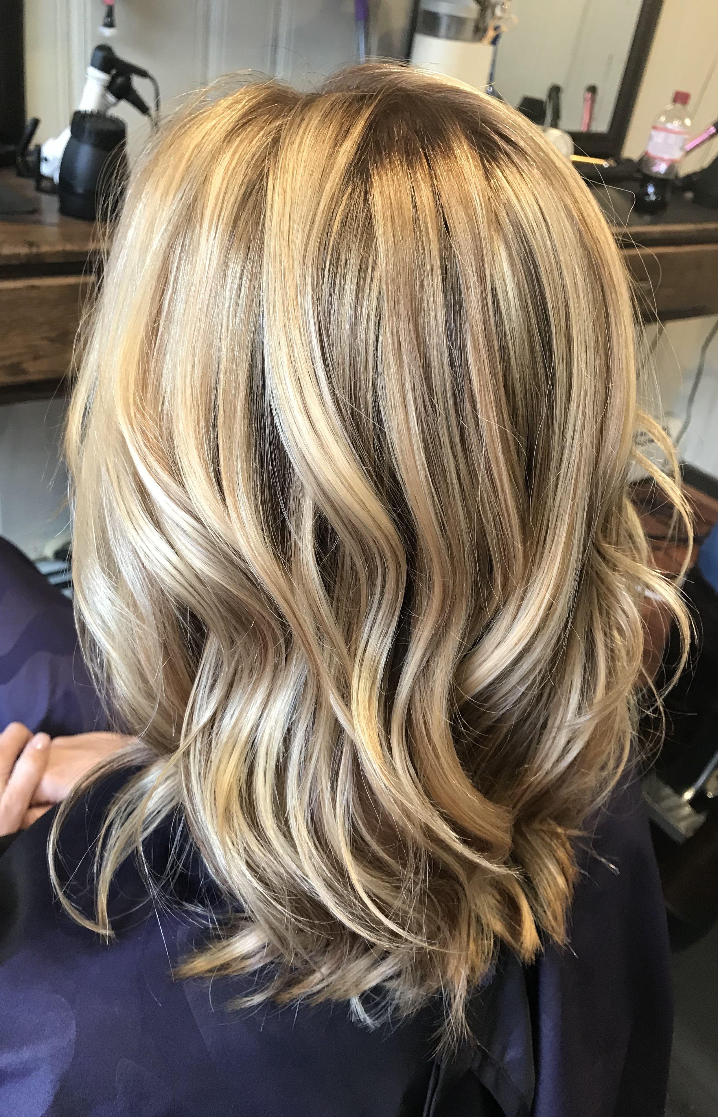 Bright Blonde Highlights On Dark Blonde Hair Color Blonde Hair
