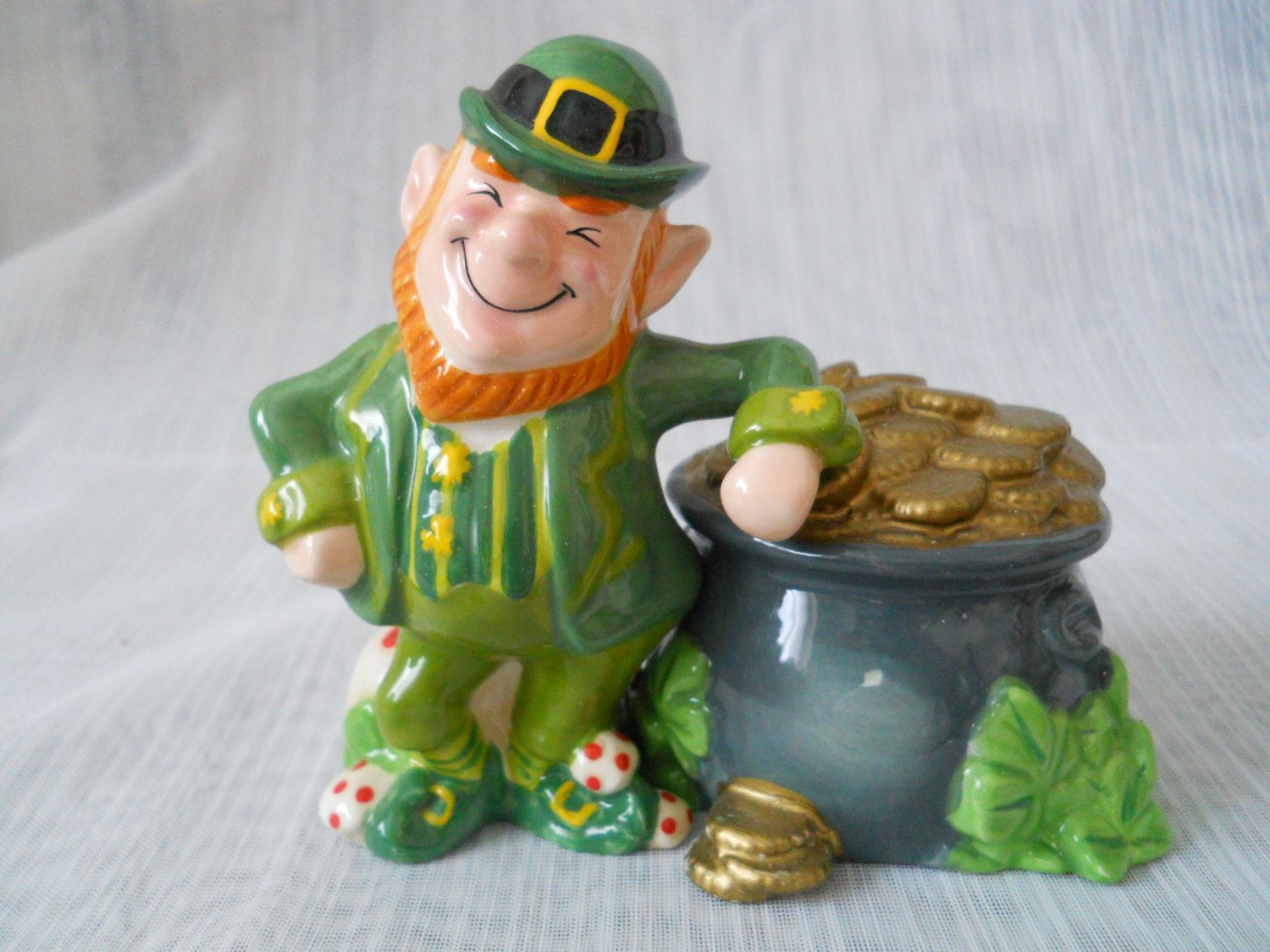 21917bc44c81f Leprechaun and Pot of Gold Salt and Pepper Shakers - vintage ...