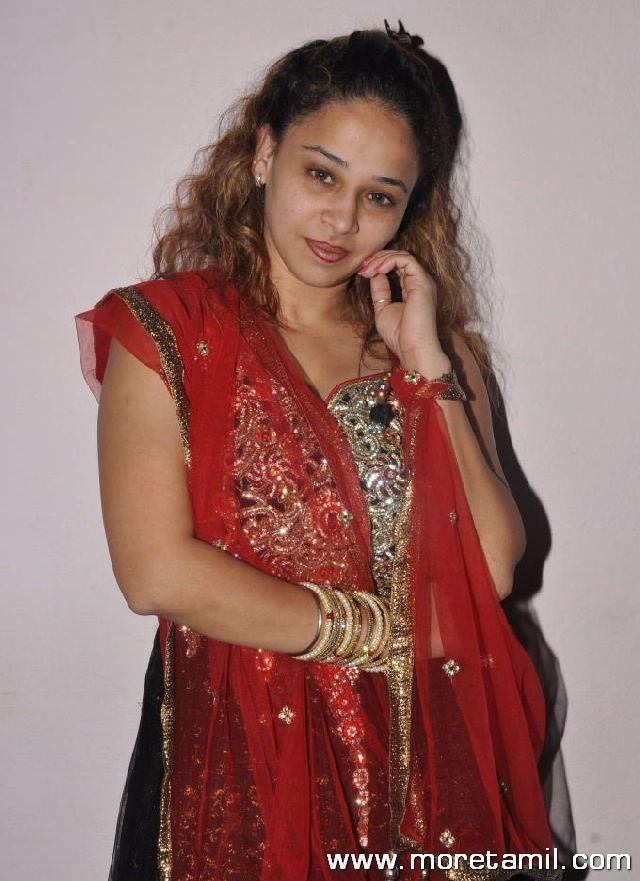 Ruhie Shaikh Hot Photos