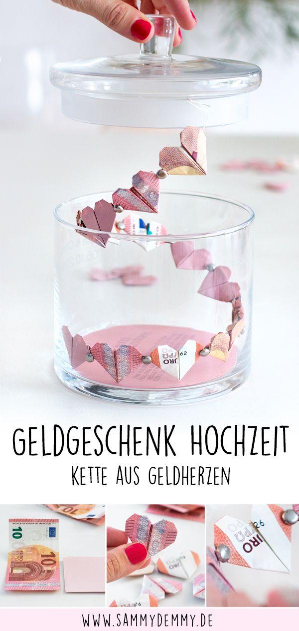 Geldgeschenk Hochzeit: Herzchen-Kette