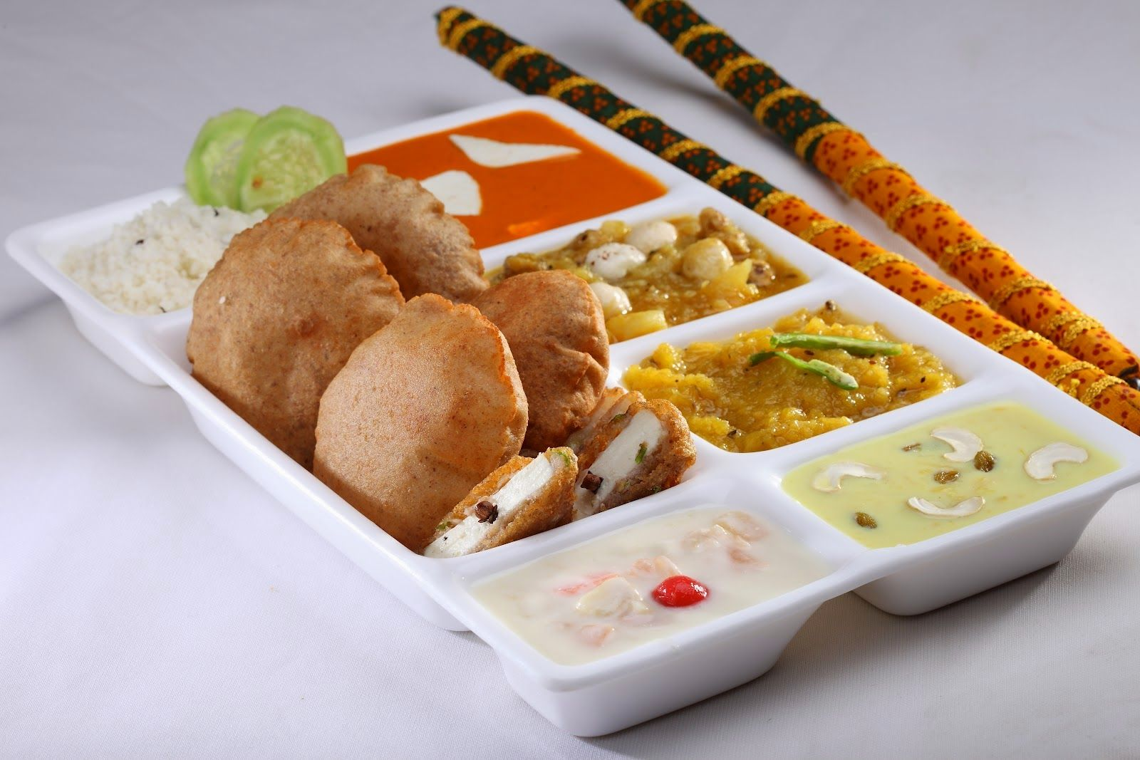 Are You Following Navratri Fast Here S A Mouth Watering Navratri Thali From Shudh Restaurant Karolbagh Food Food Ordering App Indian Food Recipes Vegetarian