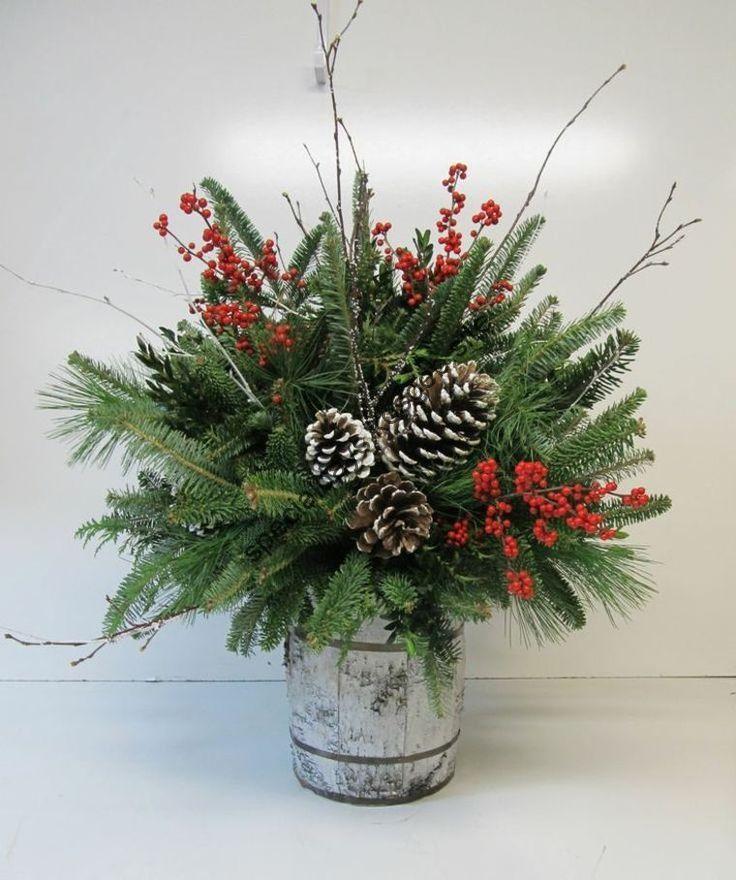 Weihnachten florale Komposition für Tisch und Outdoor-Deko - - #florale #für #Komposition #OutdoorDeko #Tisch #und #Weihnachten #dekoweihnachtentisch