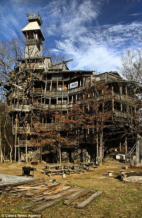 the ministers treehouse or the biggest treehouse in the world in crossville tennessee