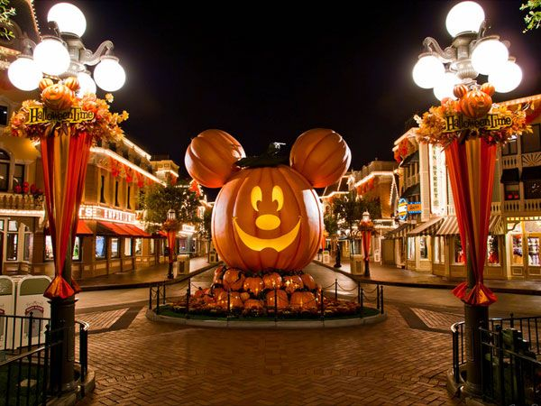 halloween time at disneyland 30 Exciting Halloween Decoration Ideas