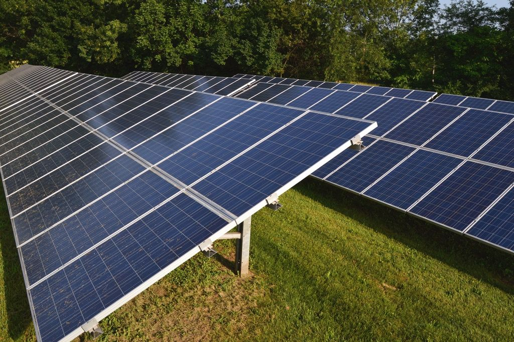 Renewable Energy Pros And Cons Solarpowered Solarcharger Solar Panels Solar Energy Diy Best Solar Panels