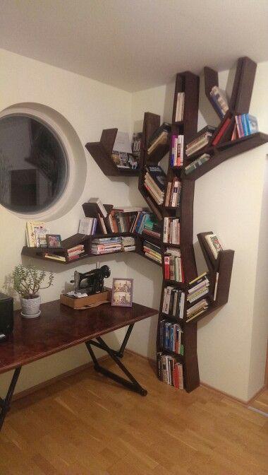 Selfmade tree bookshelf pinteres for Corner tree bookcase