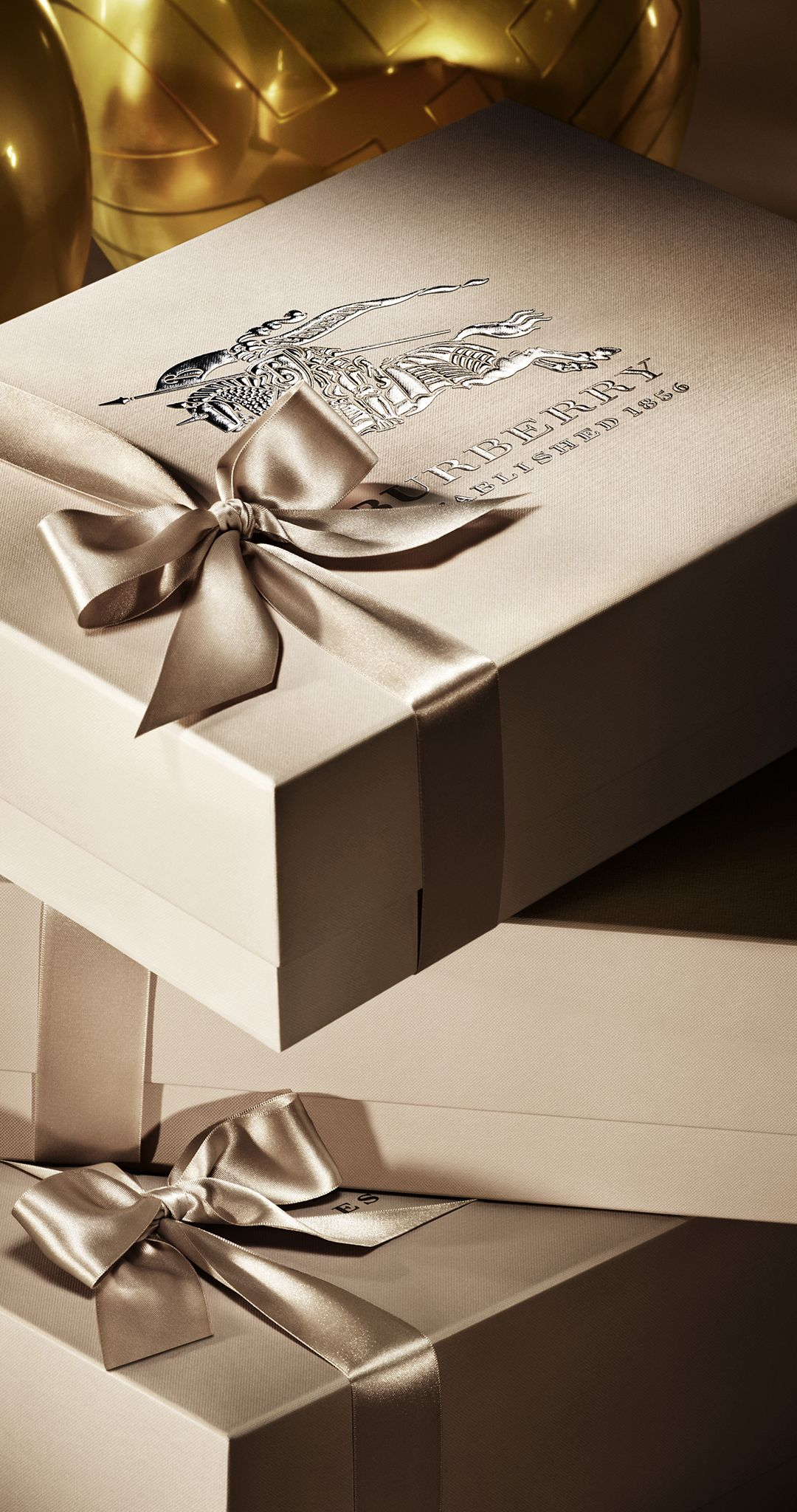 Choose a gift for your loved ones from the elegant Burberry store in  Budapest 9a16bd4f150e1